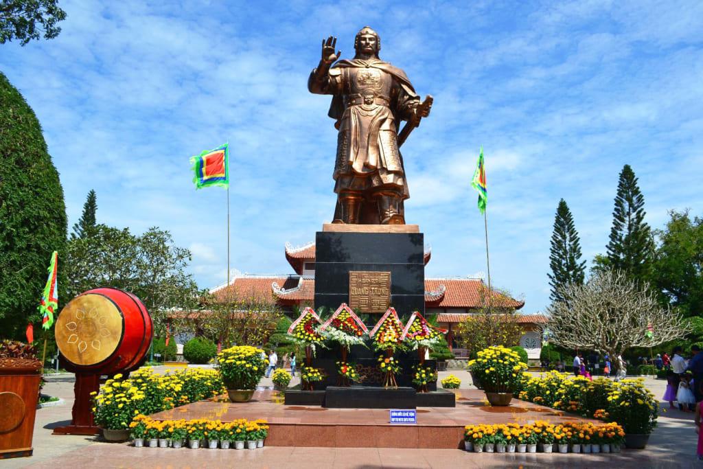 Tour Quy Nhơn - Tháp Bánh Ít - Tây Sơn - Hầm Hô 1 Ngày